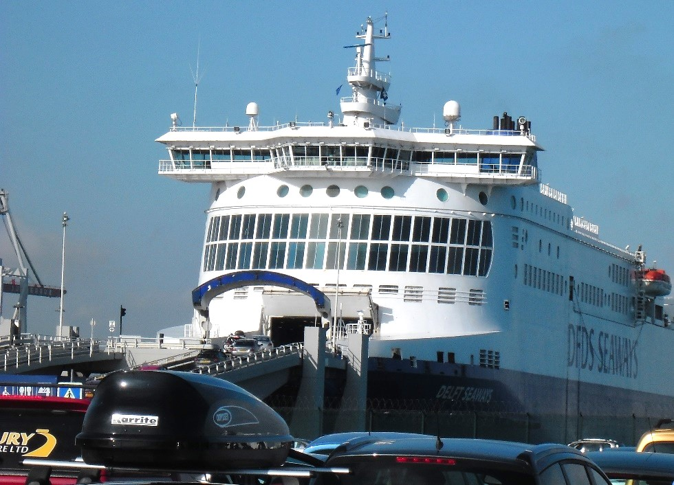 Veerboot in haven Calais Ferry terminal